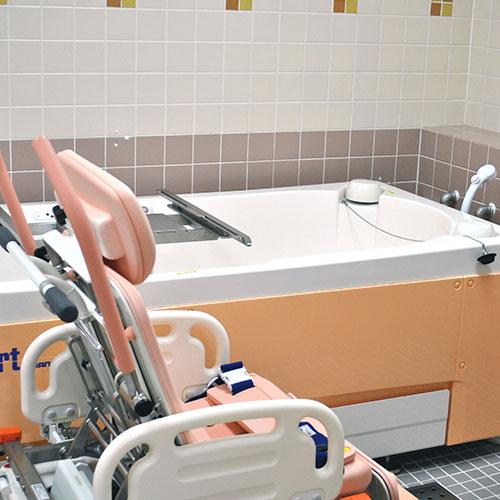 自動昇降機付きお風呂でゆったり入浴